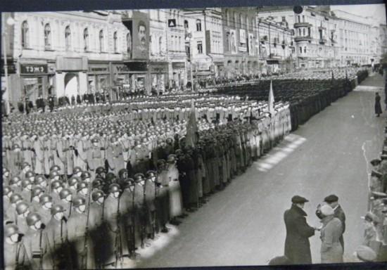Войска на Крещатике перед парадом, 7 ноября 1939 года