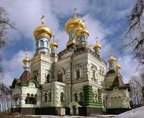 Свято-Никольский собор на территории Покровского монастыря