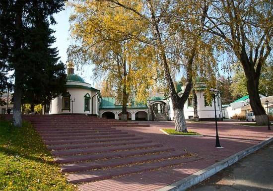 На территории Богородице-Рождественского монастыря