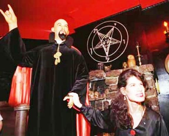 основатель Церкви Сатаны Антон Лавэй