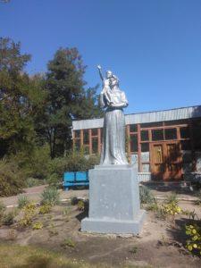 Статуя «Мать и дитя