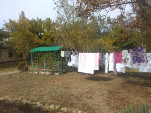 Площадка для сушки белья в парке санатория